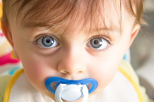 Ortodentista diz que chupeta causa problemas depois dos 2 anos (Crédito: Shutterstock)