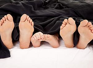 Pediatras divergem sobre segurança da cama compartilhada (Crédito: Schutterstock)