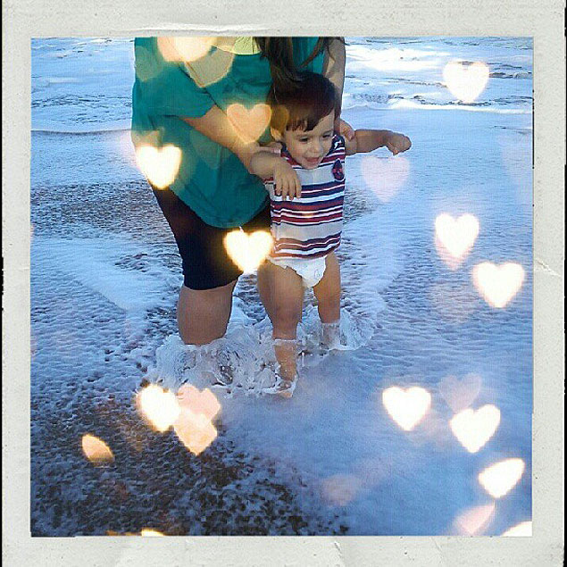 Kazuo conhecendo a praia do Pecado, em Macaé (Crédito: Cecília Futema)