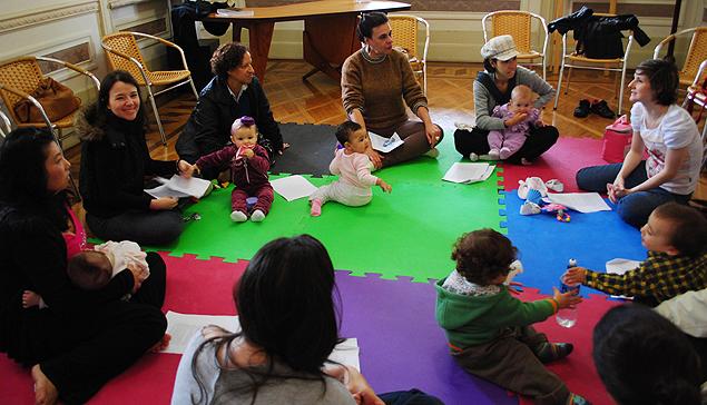 Mães levam filhos para o Literatura de Berço (Foto: Divulgação)