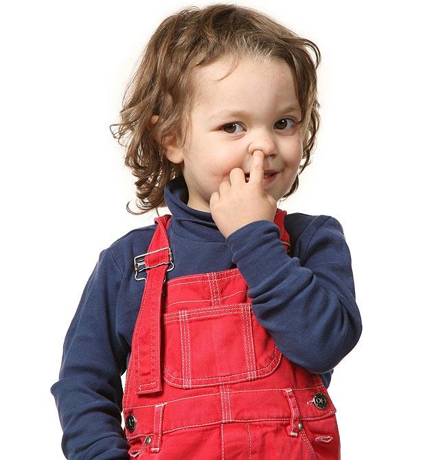 Limpar o nariz com o dedo pode machucá-lo (Foto: Schutterstock)