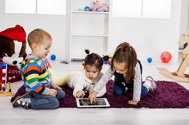 Médico diz que o uso de games e dispositvos móveis deve ser pontual na vida das crianças (Foto: Shutterstock)
