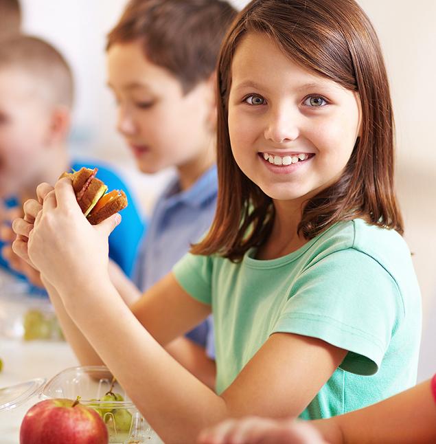 Evite a cantina da escola e prepare em casa o lanche do filho (Foto: Schutterstock)
