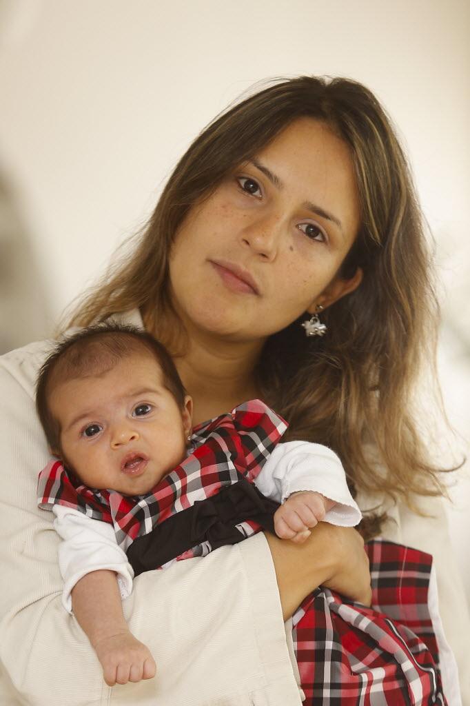 Jéssica de Paula de Sá Baeta teve infecção urinária e não conseguiu vaga em maternidade (Foto: Davi Ribeiro/Folhapress)