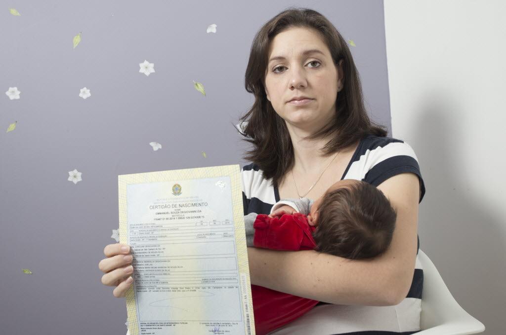 A fotógrafa Carolina Degiovanni Zia teve dificuldades para registrar o filho (Foto: Davi Ribeiro/Folhapress)