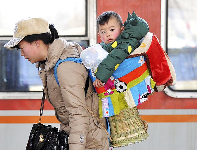 Crianças devem fazer refeições leves antes de viajar (Foto: Reuters)