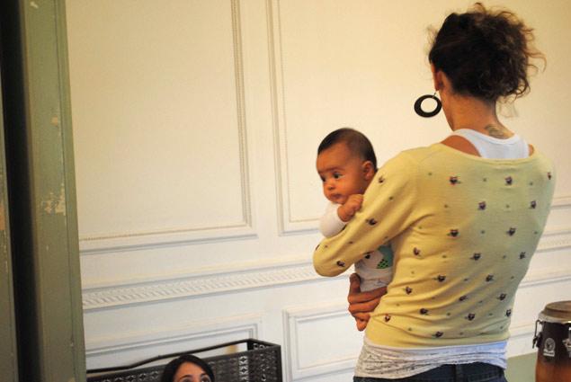 Casa das Rosas criou um programa de visitas para pais de crianças de colo (Foto: Débora Nazari)