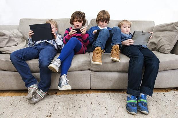 Pediatras dizem que crianças de até 2 anos não devem ter contato com eletrônicos (Foto: Fotolia)