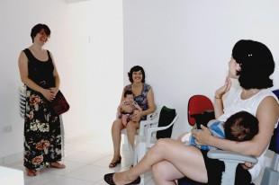 Mães com seus bebês na Casa do Viver (Foto: Divulgação)