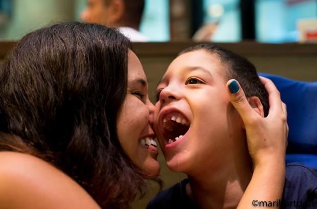 Mari com o filho Leo, 8, no dia do seu aniversário (Foto: Arquivo pessoal)