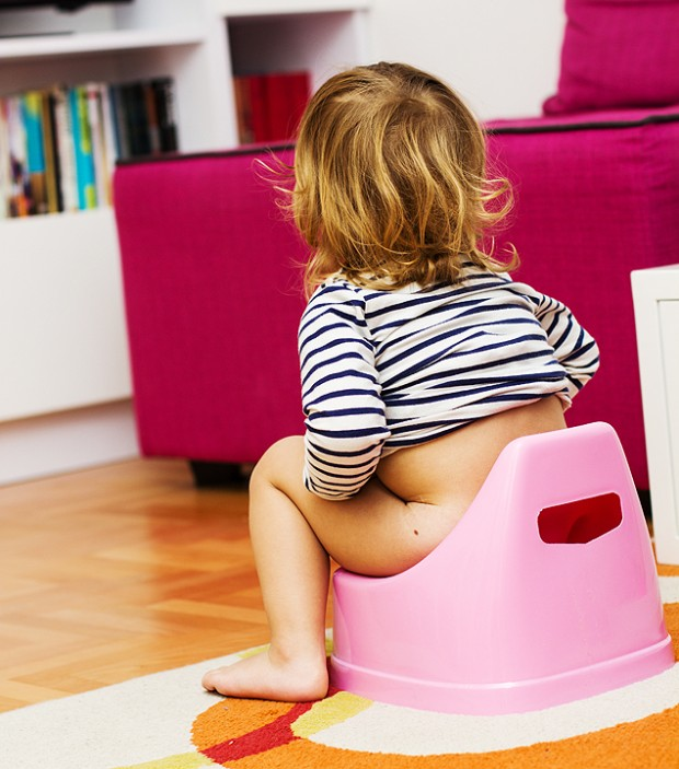 Pais devem esperar criança dar sinaI para iniciar desfralde (Crédito: Fotolia)