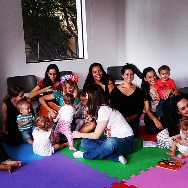 Crianças de 3 a 15 meses são bem vindas nos encontros do Literatura de Berço (Foto: Divulgação)