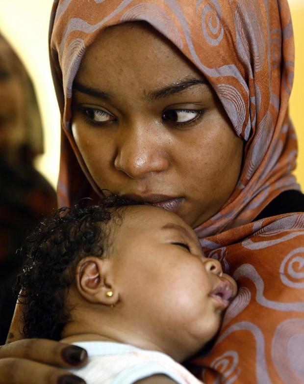 Para alguns pediatras, bebês sentem a dor de furar a orelha (Foto: Ashraf Shazly Org/AFP)