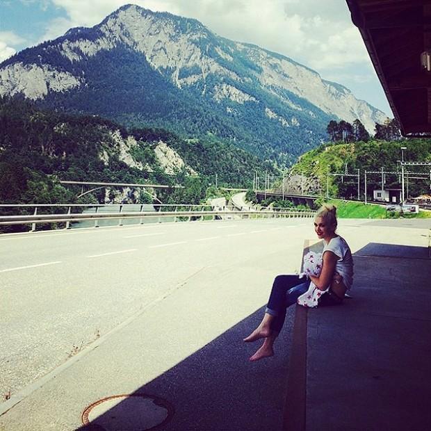 Brelfies com celebridades, como a cantora Gewn Stefani (Instagram)
