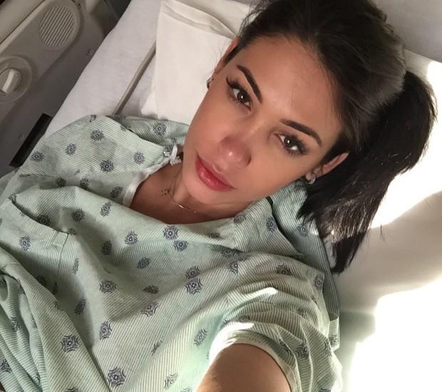 Bella postou foto durante seu trabalho de parto hospitalar (Reprodução/Instagram/Bella Falconi)