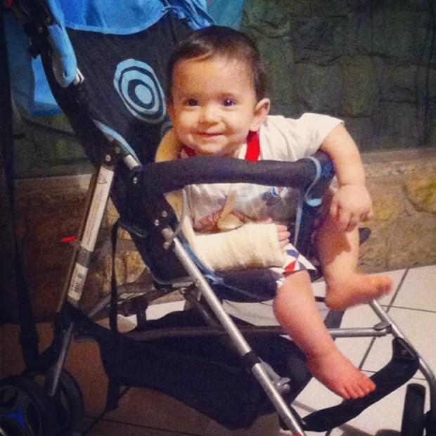 Ainda bebê, Pedrinho caiu e deslocou o braço (Arquivo Pessoal)