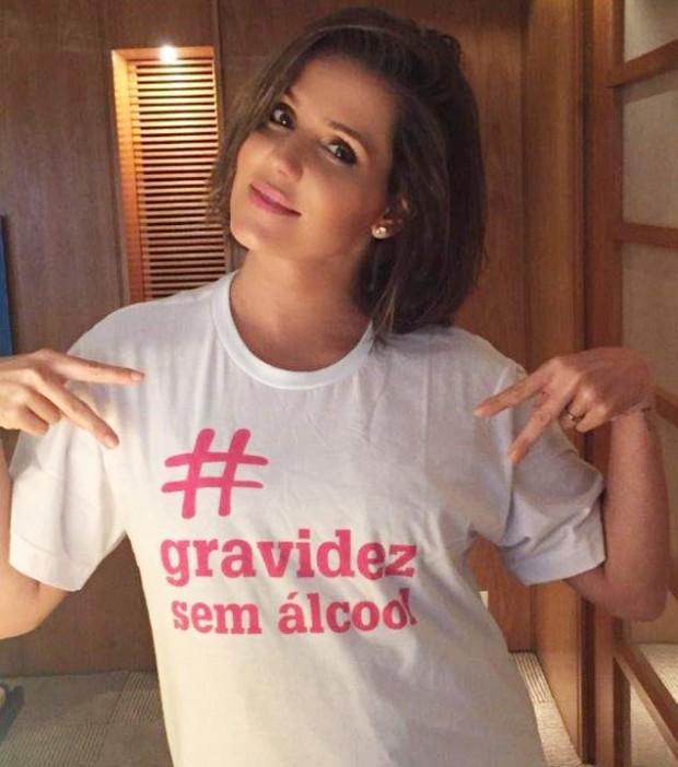 Atriz Deborah Secco tirou foto apoiando a campanha (Divulgação)
