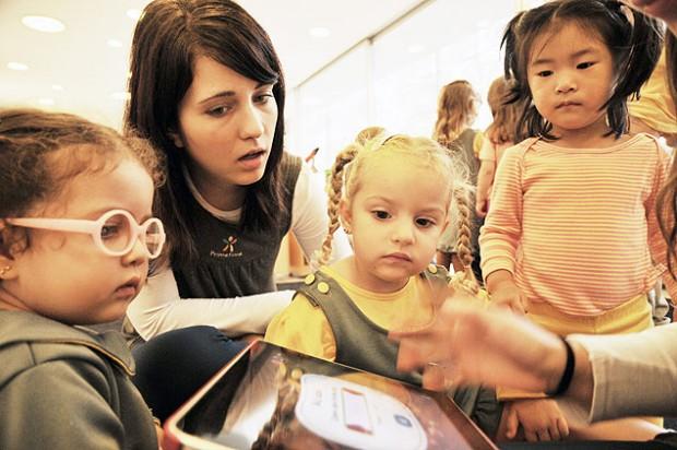Alunos do berçário Primetime Child Develop . ( Foto: Karime Xavier/Folhapress)