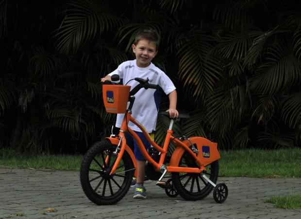 Joaquim na mini bike (Divulgação)