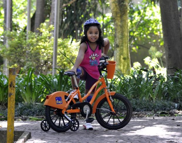 Beatriz Vieira Lacerda na mini bike (Divulgação)