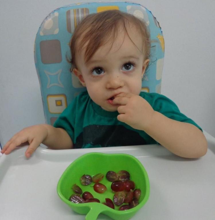 Especialistas defendem o uso do cadeirão na hora da alimentação infantil (Leitora/Vanessa Lima)