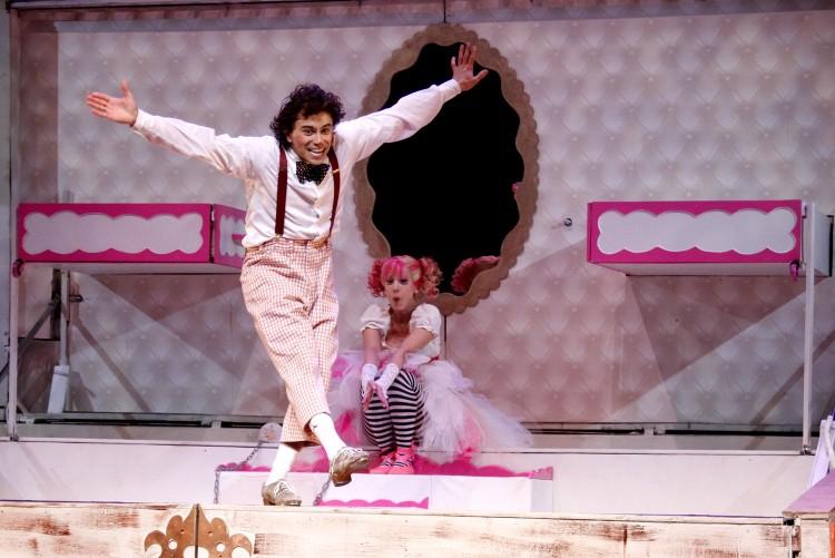 Cena da peça infantil 'O Palhaço e a Bailarina', que terá 50% de desconto no dia 8 no Teatro Porto Seguro (Divulgação)