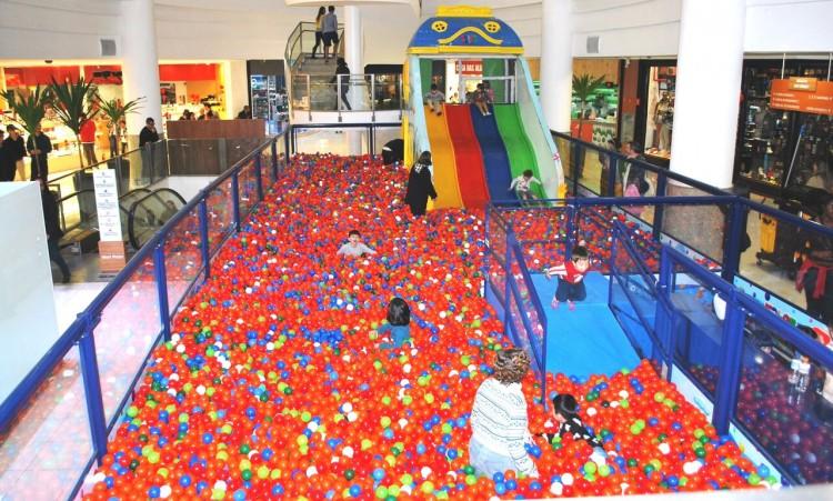 West Plaza terá super piscina de bolinhas (Divulgação)