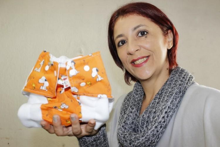 Michely, criadora da Chiquita Bakanaa, de fralda de pano (Divulgação)