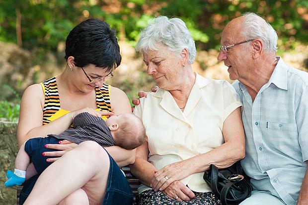 Avós podem ajudar mães a amamentarem (Fotolia)