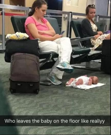 Molly e a bebê (Reprodução/Twitter)
