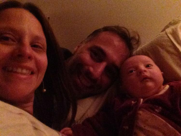 Fabio com a mulher e a bebê (Arquivo Pessoal)