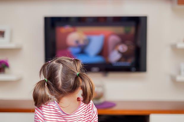 Programas com conteúdo violento ou erótico poderão ser exibidos em qualquer horário, diz Instituto Alana (Fotolia)