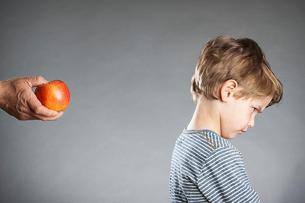 Pais não devem insistir nem forçar filho a comer, segundo o pediatra (Crédito: Fotolia)