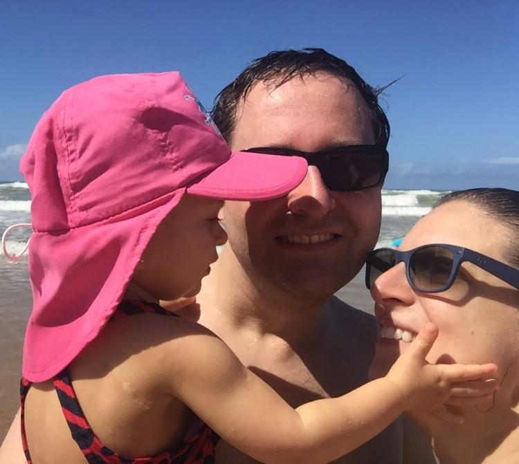 Coty com os pais Helton e Priscilla (Arquivo Pessoal)