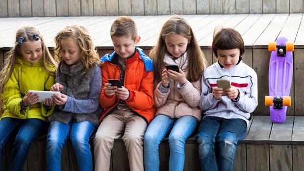 Celular é ferramenta mais utilizada por crianças e jovens para usar internet (Fotolia)