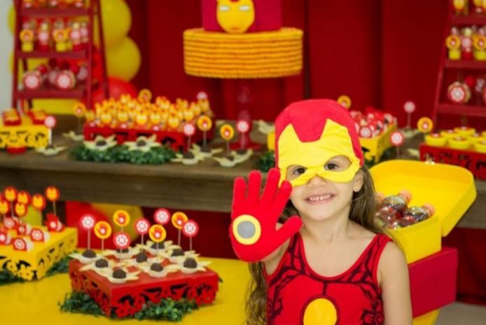 A menina Marina teve uma festa do Homem de Ferro (Renata Palmeira Belo Fraga)