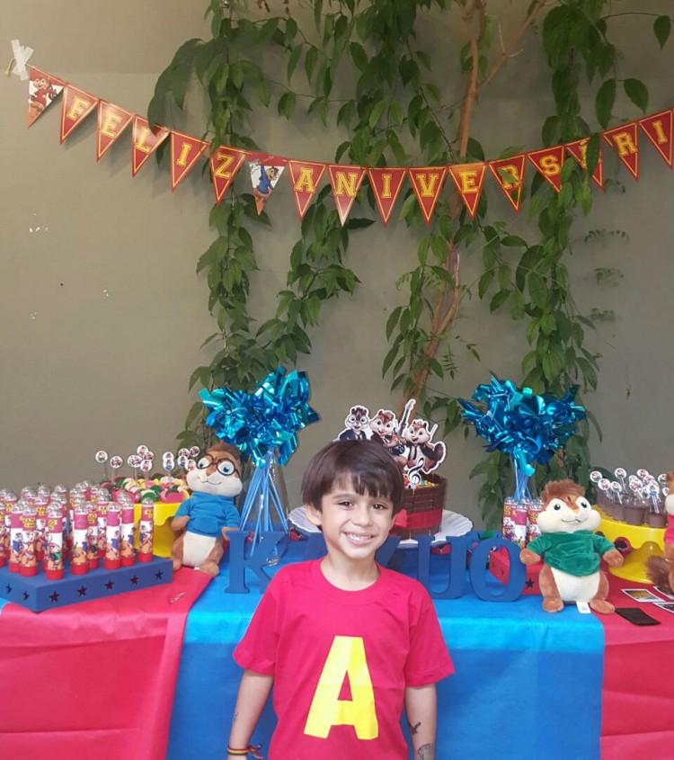 Festa de 5 anos do Kazuo teve mesa decorada com brinquedos do aniversariante (Arquivo Pessoal)
